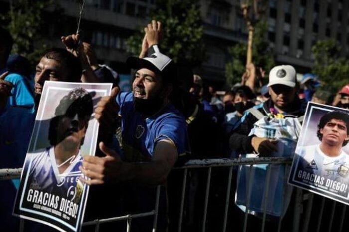 La caotica despedida a Maradona sigue suscitando polemica en Argentina