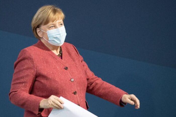 Merkel espera «un fuerte impulso de crecimiento» economico en 2021