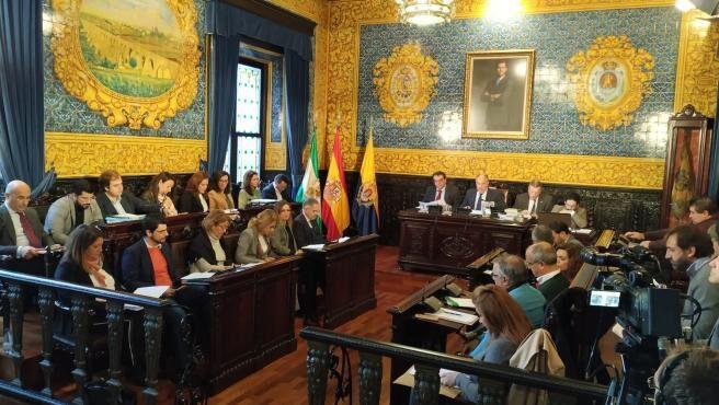 Montero se desentiende del fondo Covid para ayuntamientos sin ahorros a un mes de se queden sin cobrar en 2020