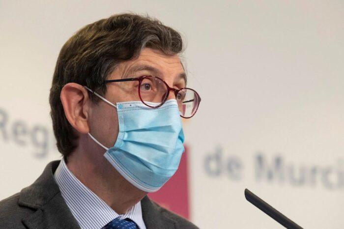 Villegas y altos cargos de Salud de Murcia se vacunan contra el coronavirus
