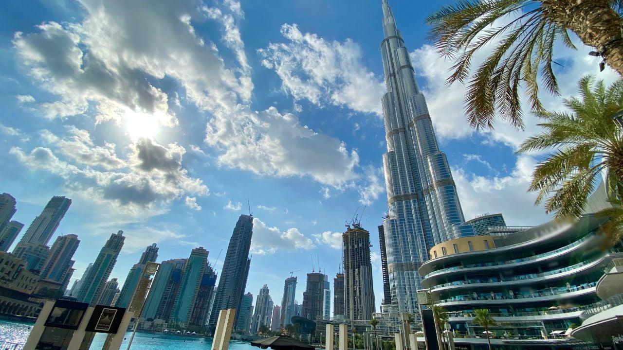 Turismo de lujo con vacuna incluida en Dubái: la polémica oferta de de viaje de un club para millonarios británico