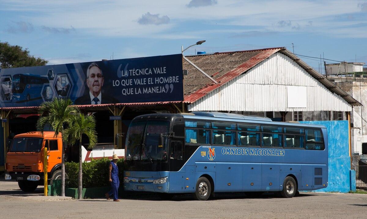 10 personas mueren y otras 25 resultan heridas al caer un autobús por un puente en el oeste de Cuba