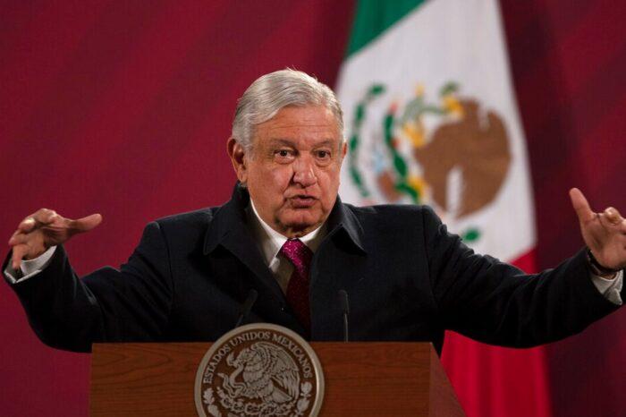El presidente de México dice que avanza su recuperación del COVID-19