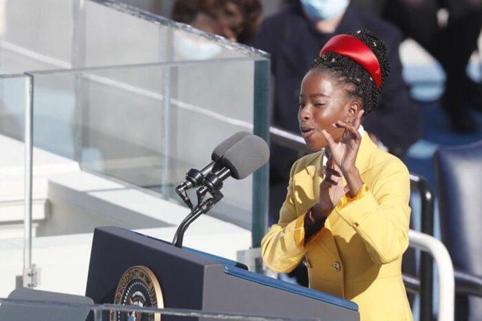 La joven poeta que acaparó la atención en la investidura de Biden actuará en la Super Bowl