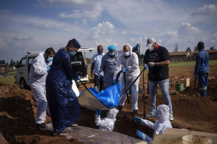 África asegura otros 400 millones de dosis contra COVID-19