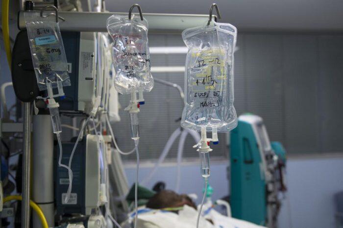Un hombre pierde a su esposa y a su hija de 19 años en tan solo tres horas por culpa del coronavirus