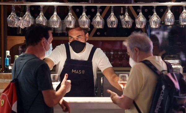 De ir a un bar, al regreso al cine: el covidómetro que marca las actividades de mayor riesgo en pandemia