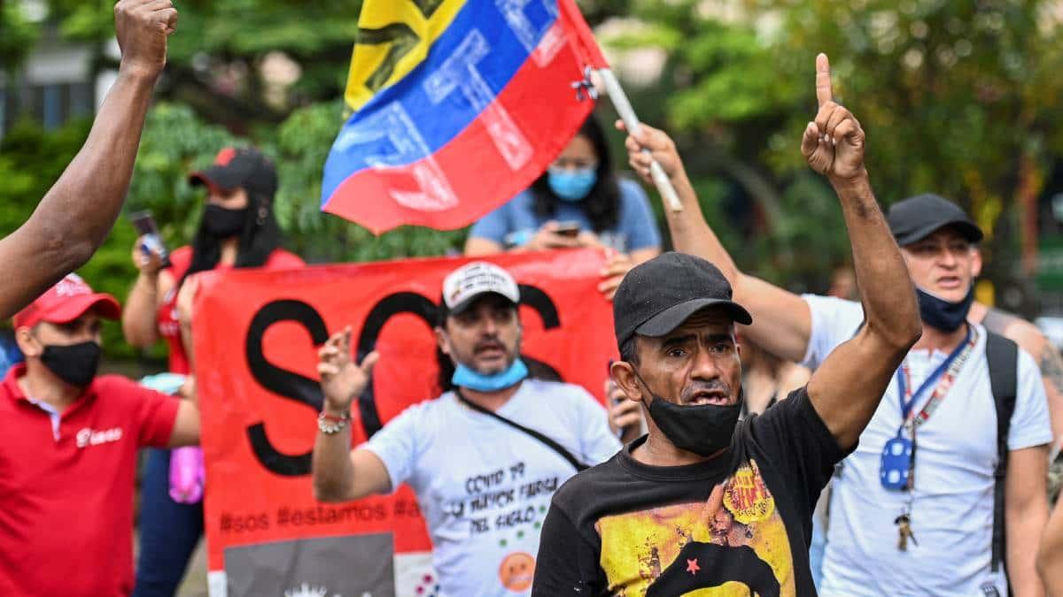 Comerciantes y vendedores informales protestaron contra las restricciones en Colombia