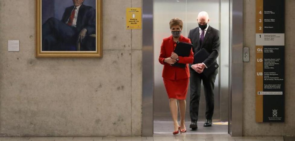 La jefa del Gobierno escocés apuesta por su hoja de ruta del referéndum