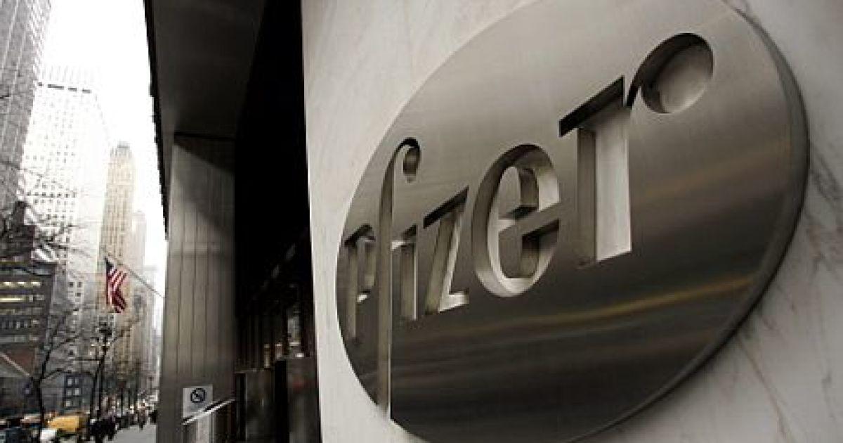 Pfizer celebra llegada de 50.000 dosis de sus vacunas COVID a Colombia