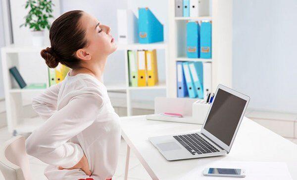 Tres maneras de mantenerse activo ( y moverse) mientras se trabaja desde casa