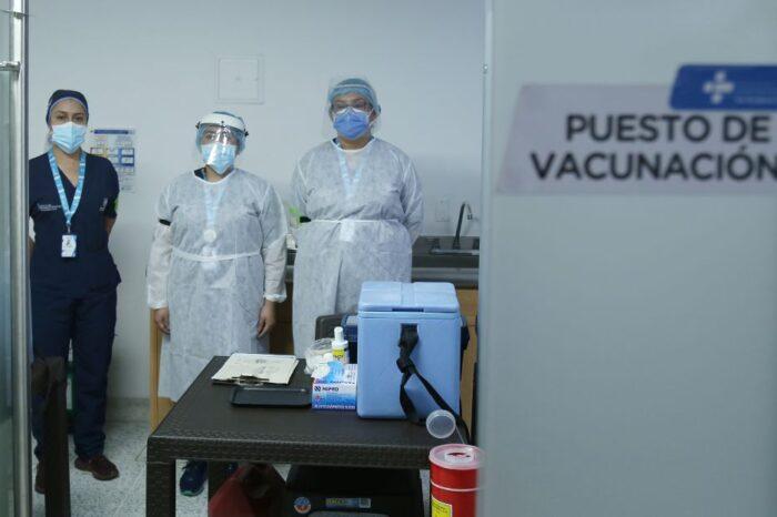 Vacuna contra COVID de Moderna llegaría a Colombia a mediados del año