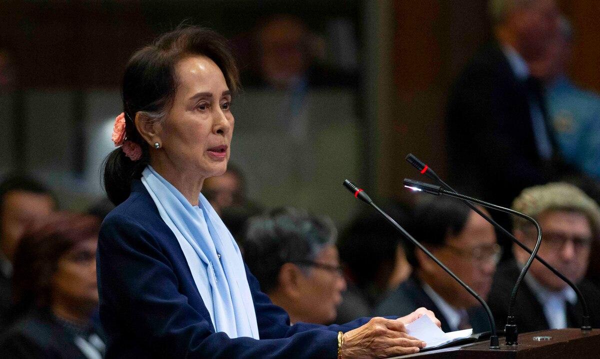 La policía de Birmania acusa a la jefa de gobierno depuesta por tener varios walkie-talkies importados