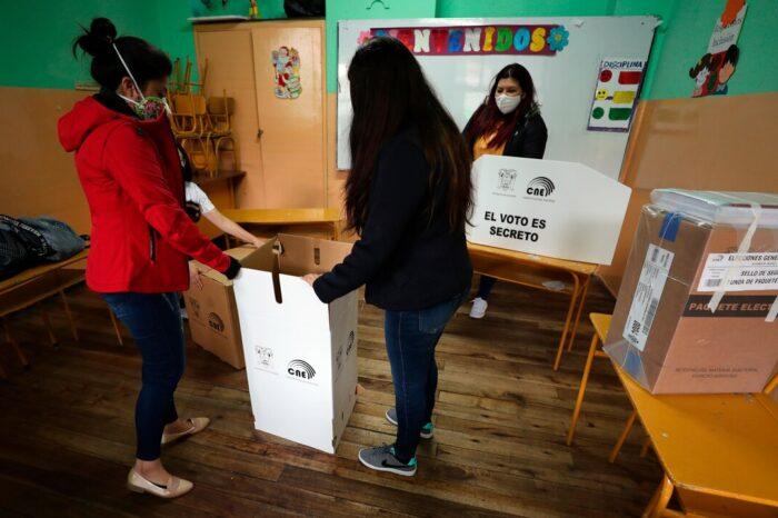 Ecuador sale a las urnas para escoger a su nuevo presidente