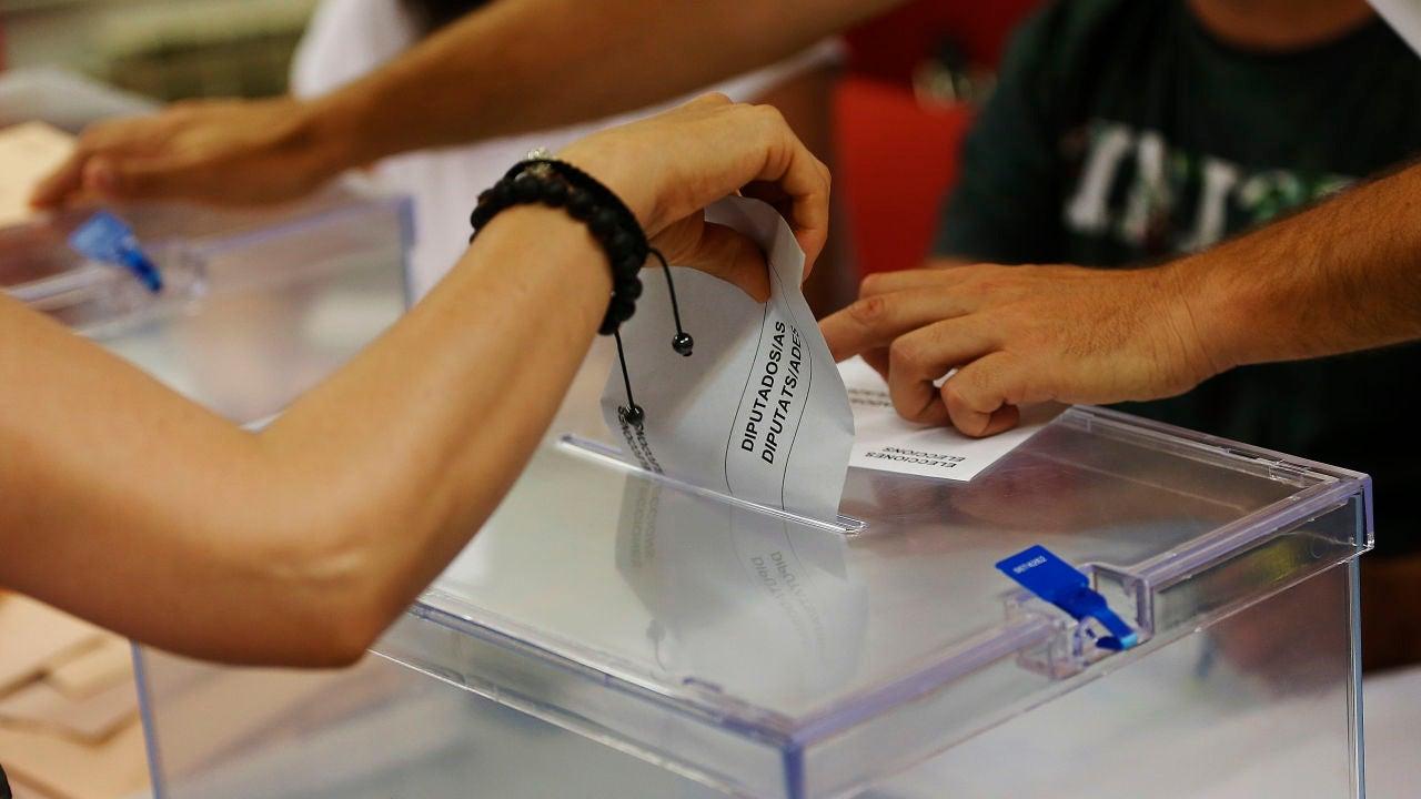 La Junta Electoral avala el voto presencial de los positivos de covid el 14F en Cataluña