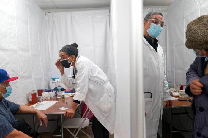 Nueva York registra una demanda récord de vacunas tras ampliar los criterios