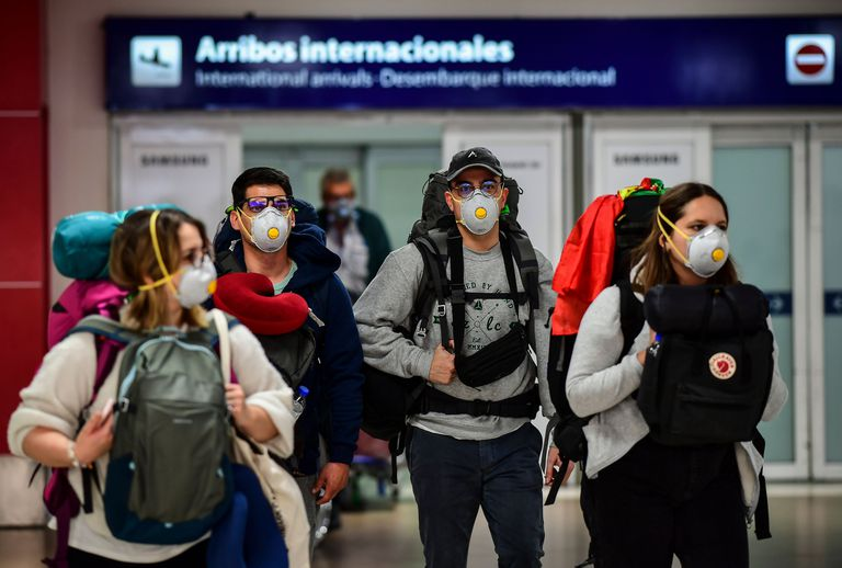 Ginés anunció que se detectaron dos cepas brasileñas de coronavirus en el país, una de ellas inédita