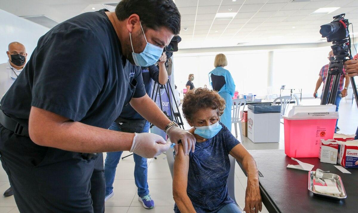 Carlos Mellado no muestra preocupación por merma en el número de pruebas de COVID-19 realizadas entre enero y febrero