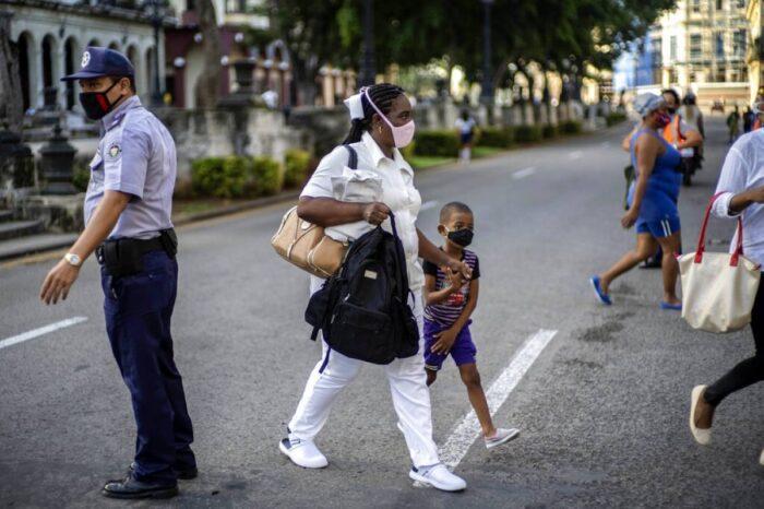 La Habana decreta toque de queda tras repunte de COVID