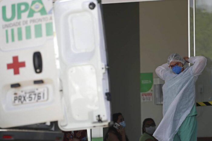 Brasil rebasa los 250,000 muertos por COVID-19