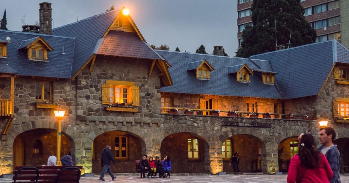 Viajes de egresados: 28 chicos volvieron de Bariloche con coronavirus