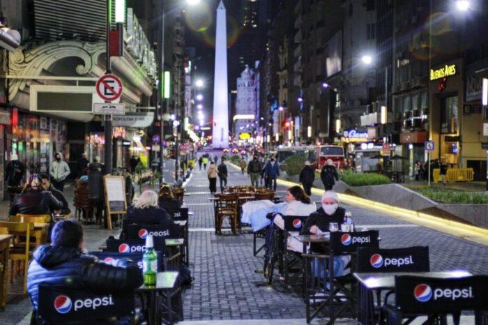 Los bares y restaurantes de la Ciudad podrán cerrar a las 2 de la madrugada