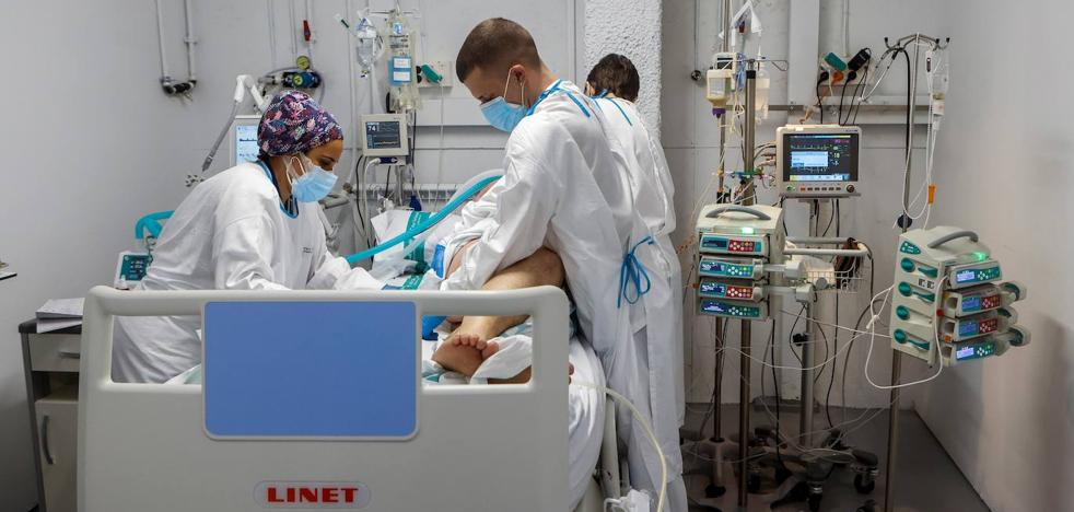 Sanidad y las sociedades médicas se preparan para tratar la covid persistente