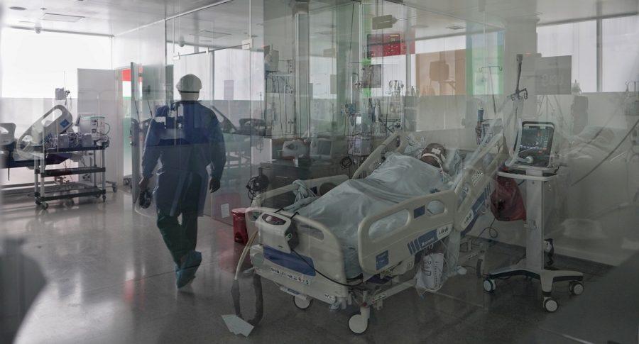 Pacientes recuperados de COVID-19 están regresando a UCI, y muy graves de salud