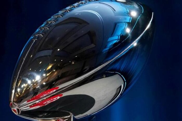 Un duelo generacional en la Super Bowl más atípica