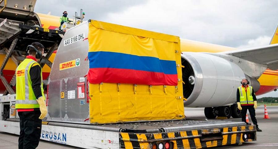 'Dosis mínima', titular de El Espectador que aterriza la llegada de la vacuna a Colombia