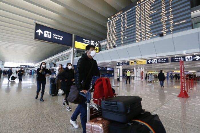 El Gobierno desaconseja viajar al exterior: las restricciones de los principales destinos
