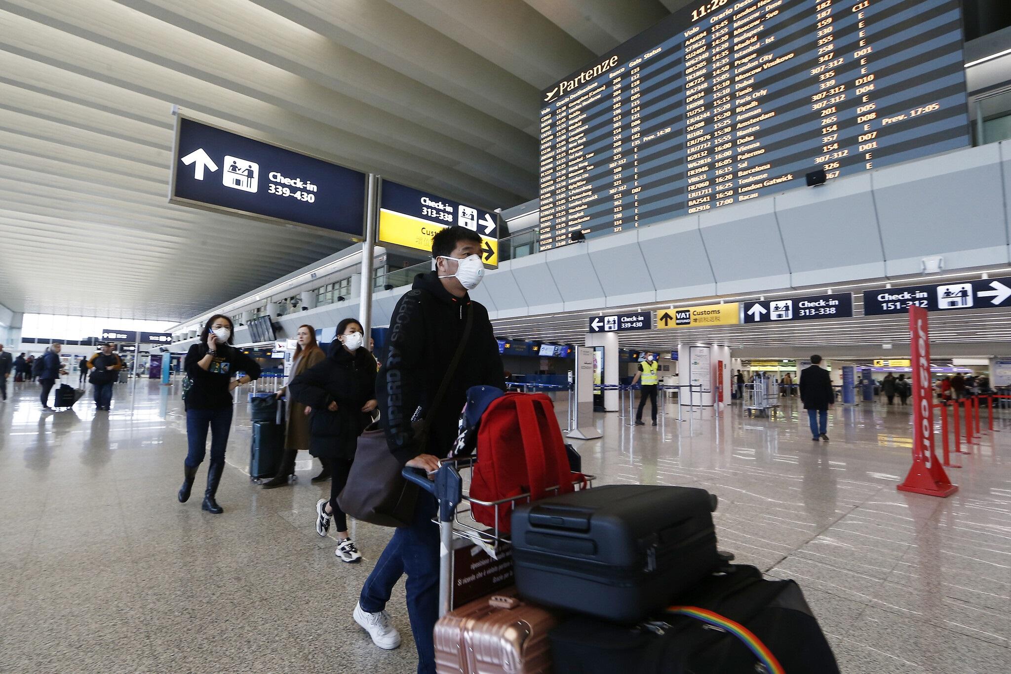 El Gobierno desaconseja viajar al exterior: las restricciones de los principales destinos.