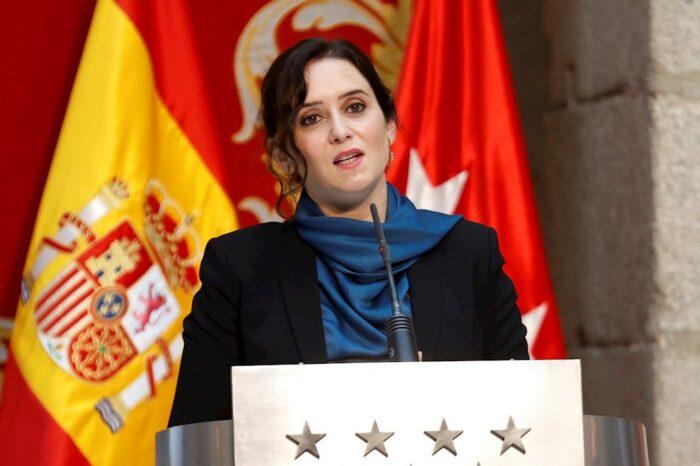 """Ayuso defiende la llegada de franceses a Madrid en plena pandemia para """"mover la economía madrileña"""""""