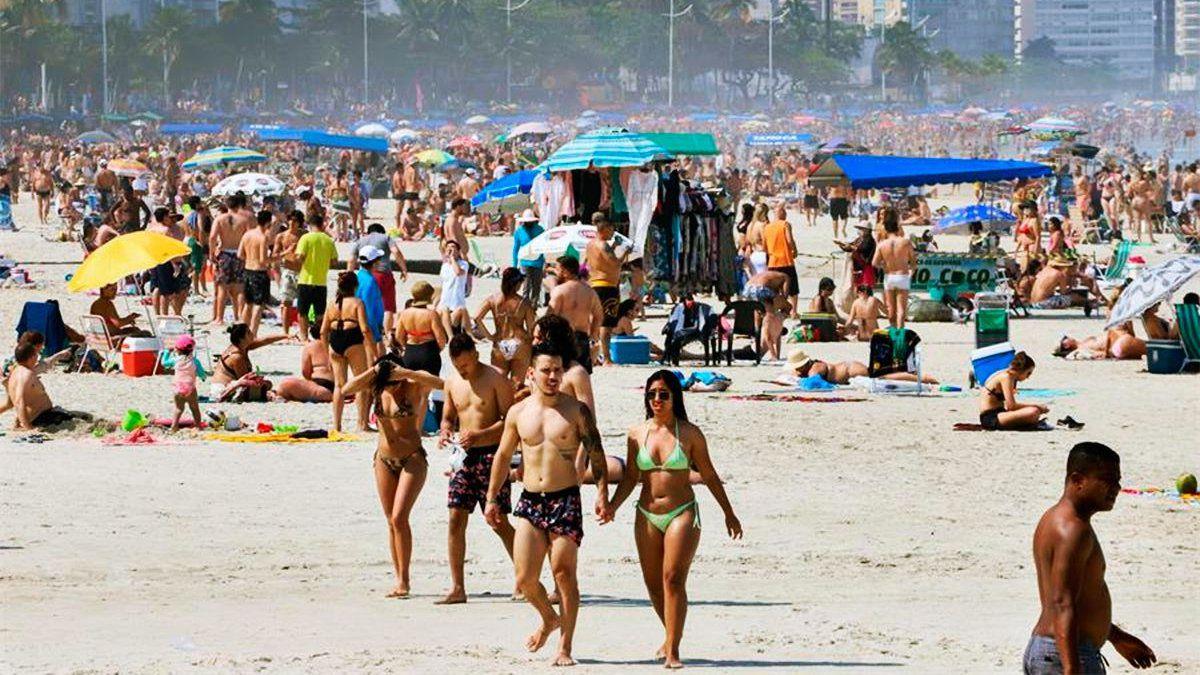 Brasil, colapsado por el coronavirus: prohíben el uso de playas y los baños de mar en Río de Janeiro