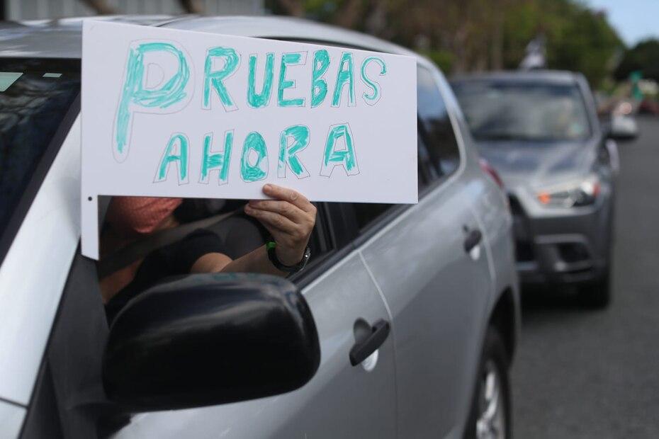 A 31 días del toque de queda, los ciudadanos se tiraron a la calle para exigirle una mejor respuesta al gobierno. Las personas exigían pruebas masivas para garantizar la vida de las personas en Puerto Rico y detener el contagio.