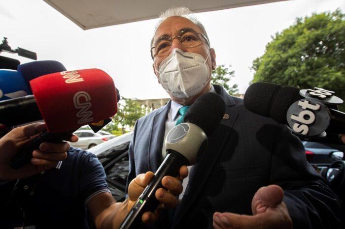 El presidente de Brasil designa a su cuarto ministro de Salud para intentar contener la pandemia de COVID-19