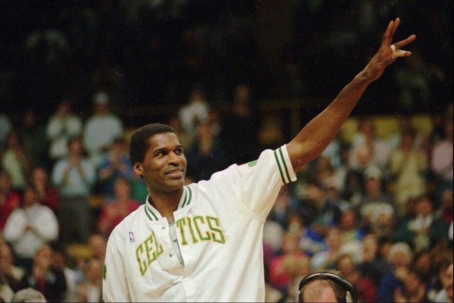 El famoso pivot de los Celtics de Boston Robert Parish jugó hasta los 43 años. A esta edad en 1997 participó en 43 encuentros.