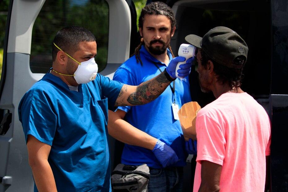 Las autoridades en Puerto Rico establecieron la toma de temperatura y el lavado o desinfección de todos los ciudadanos antes de ofrecer o recibir un servicio en empresas privadas y públicas.