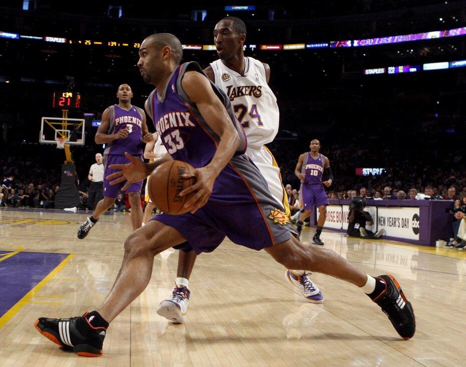 Arropado de lesiones en la primera parte de su carrera, Grant Hill pudo rescatar su carrera después de los 3o años. Su última temporada fue con los Clippers a los 40 años en 2012-13.