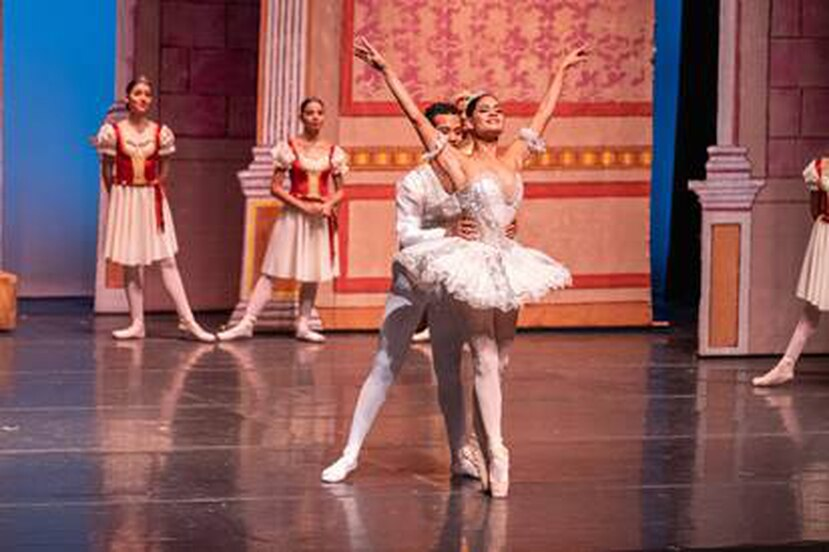 """Presentan el primer ballet en la modalidad """"drive in"""""""