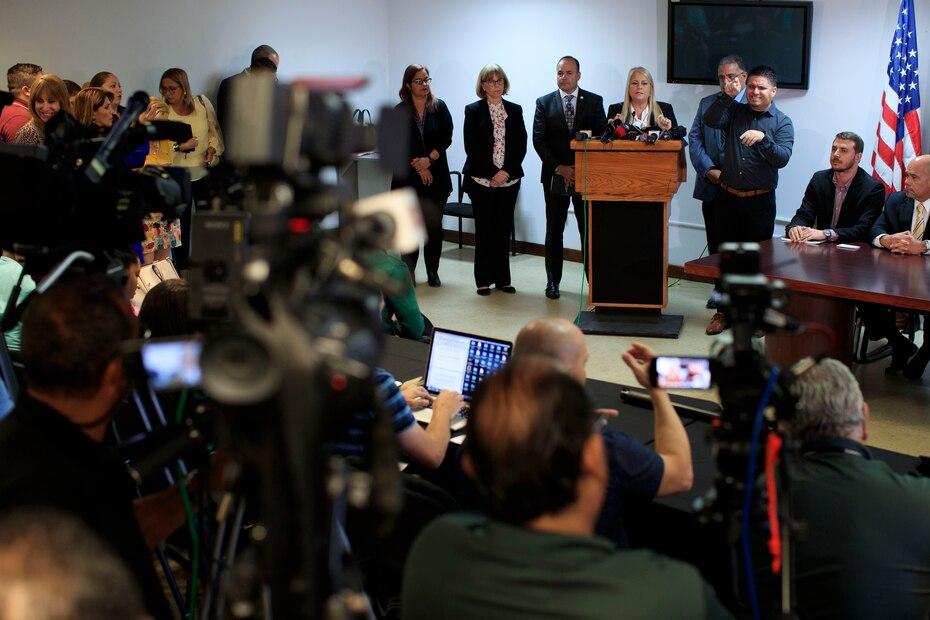 Vázquez anunció la posibilidad de declarar la ley marcial para asegurar el cumplimiento del toque de queda como parte del estado de emergencia.
