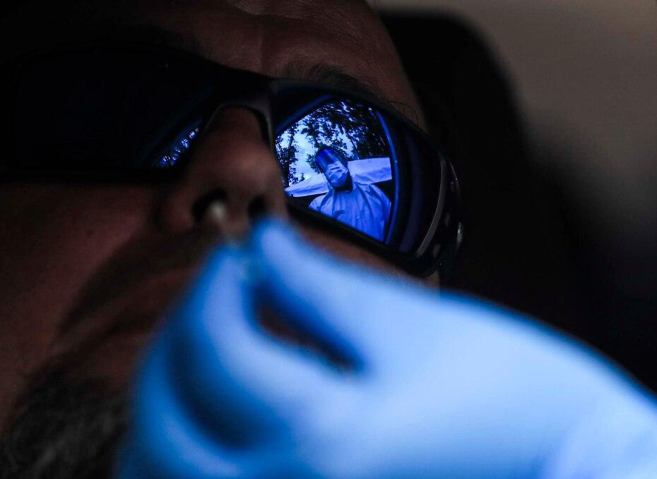 La primera prueba rápida para detectar el coronavirus se realizó el 28 de marzo de 2020 como parte de la primera orden de 1,500. El Departamento de Salud distribuyó gran parte de las pruebas sin la aprobación de la FDA.