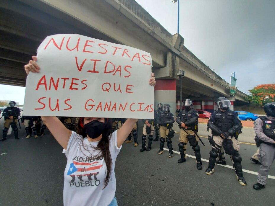 La vía de acceso al aeropuerto fue interrumpidaprotesta afectando el tráfico de vehículos. Sin embargo, oficiales del cuerpo de la Policía de Puerto Rico establecieron un perímetro de control.