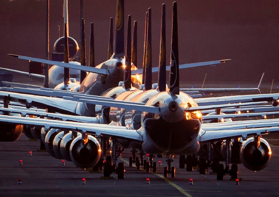 Aviones detenidos en los aeropuertos. El nuevo virus provocó que los viajes se cancelaran o se limitarán en algunos lugares para casos especiales.