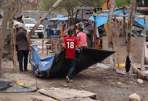 Advierten de las barreras que pueden excluir a los migrantes de la vacunación