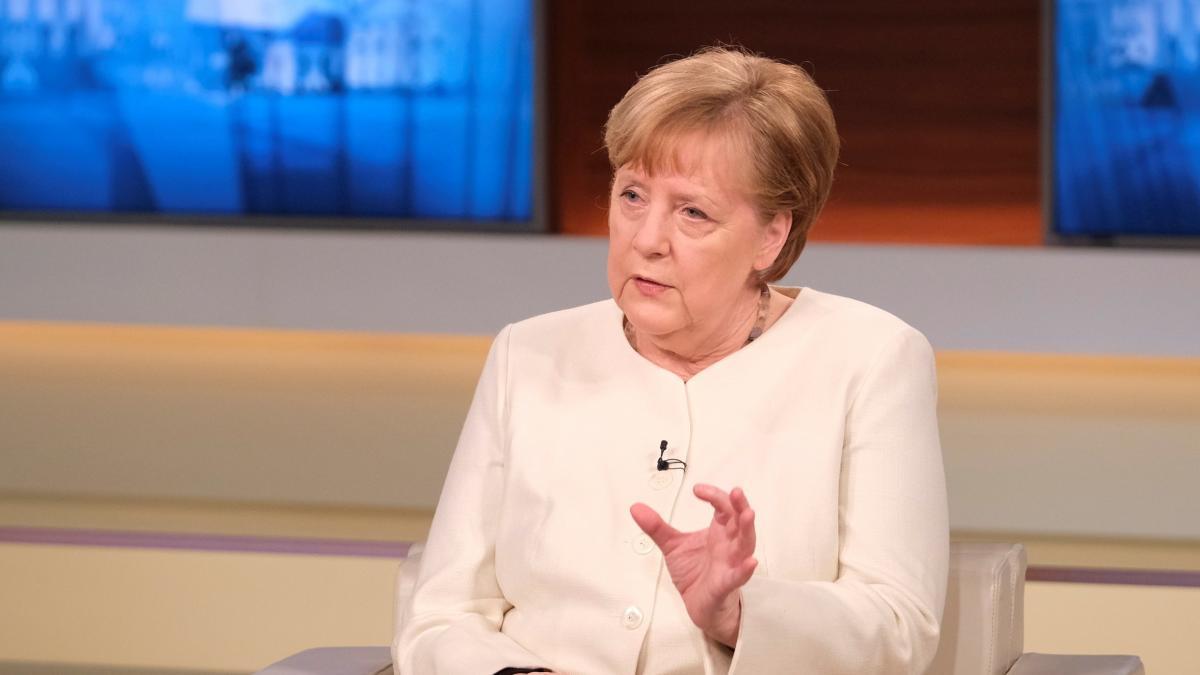 Angela Merkel se declara partidaria de restringir movimientos en Alemania