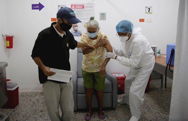 Colombia baja de los 100 muertos por covid-19 por primera vez en meses
