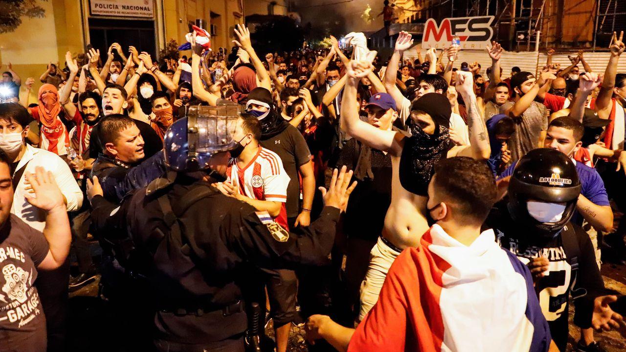 Al menos 20 heridos en las protestas en Paraguay por la falta de medicamentos en los hospitales