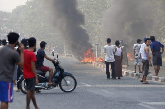 Aumenta el riesgo de que la violenta crisis birmana acabe en una guerra civil total