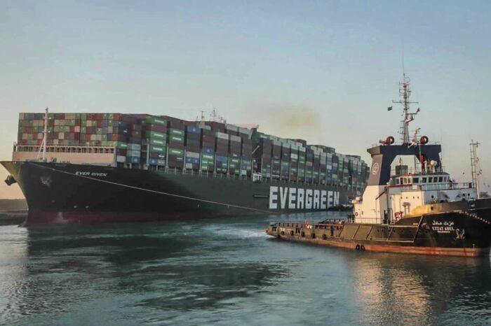 Libre el Canal de Suez luego que remolcadores lograran desencallar al carguero Ever Given